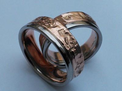 Angefertigte Unikat Eheringe zweiteilig mit Rotgold und Weissgold Anteil