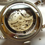 Der Handgefertigte Goldrotor montiert im Uhrengehäuse