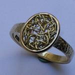 Handgefertigter Ring in Gelbgold