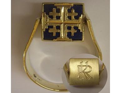 Ring Gelbgold mit Lapislazuli Platte und Monogrammgravur
