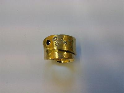 Ring gelbgold gewickelt mit gefassten Brillanten